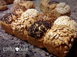 Pão integral com cereais. M-a-r-a!!!