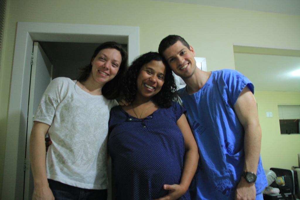 Antes de ir pro centro cirúrgico, a última foto da barriga, com esses dois que me apoiaram e estiveram com a gente até o fim!